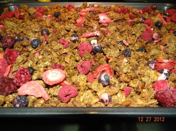 THRIVE 4 Berry Homemade Granola